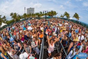 tortuga crowd shot